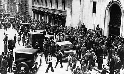 Crowds on Wall Street on day of 1929 crash.