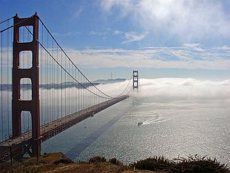 Golden Gate Bridge shrouded in fog. Courtesy of Weather Underground (29 Oct 2006)