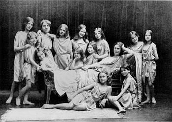 Isadora Duncan and her pupils from the Grunewald School.